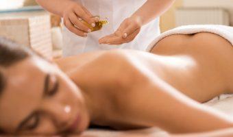 specialist foloseste ulei de masaj mentolat